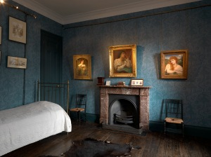 A Victorian Obsession: The Pérez Simón Collection. Lord Leighton's bedroom, Leighton House Museum. Photo credit: Todd-White Photography