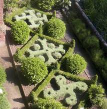 Harvington-Hall-knot-garden